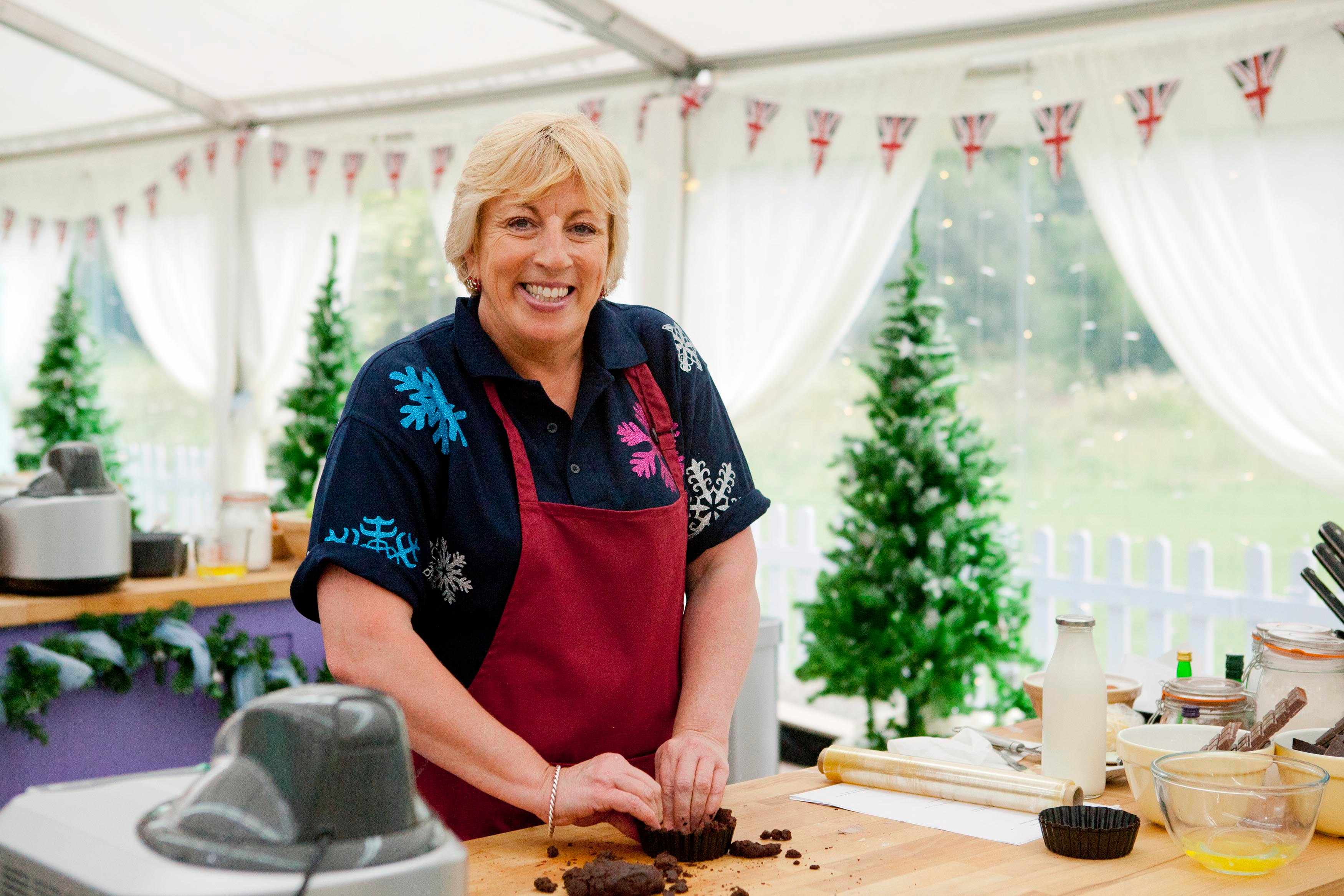 The Great Festive Bake Off: Sandy Docherty (C4, TL)