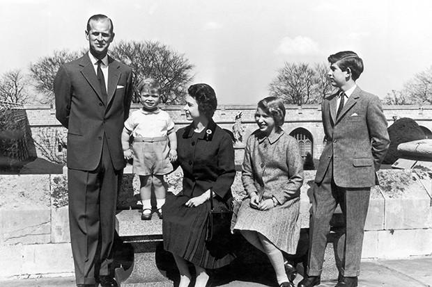 Queen Elizabeth Ii And Her Family In 1962