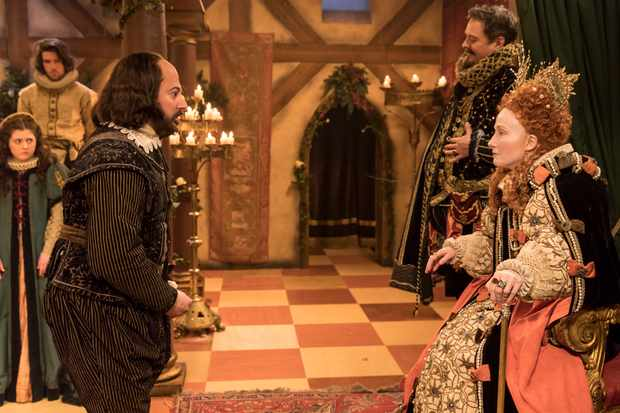 WARNING: Embargoed for publication until 09:00:01 on 05/12/2017 - Programme Name: Upstart Crow - TX: n/a - Episode: A Christmas Crow (No. 7) - Picture Shows:  Will (DAVID MITCHELL), Green (MARK HEAP), Queen Elizabeth (EMMA THOMPSON) - (C) BBC - Photographer: Colin Hutton