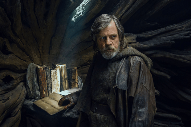 Mark Hamill in Star Wars: The Last Jedi (Lucasfilm, Disney, HF)