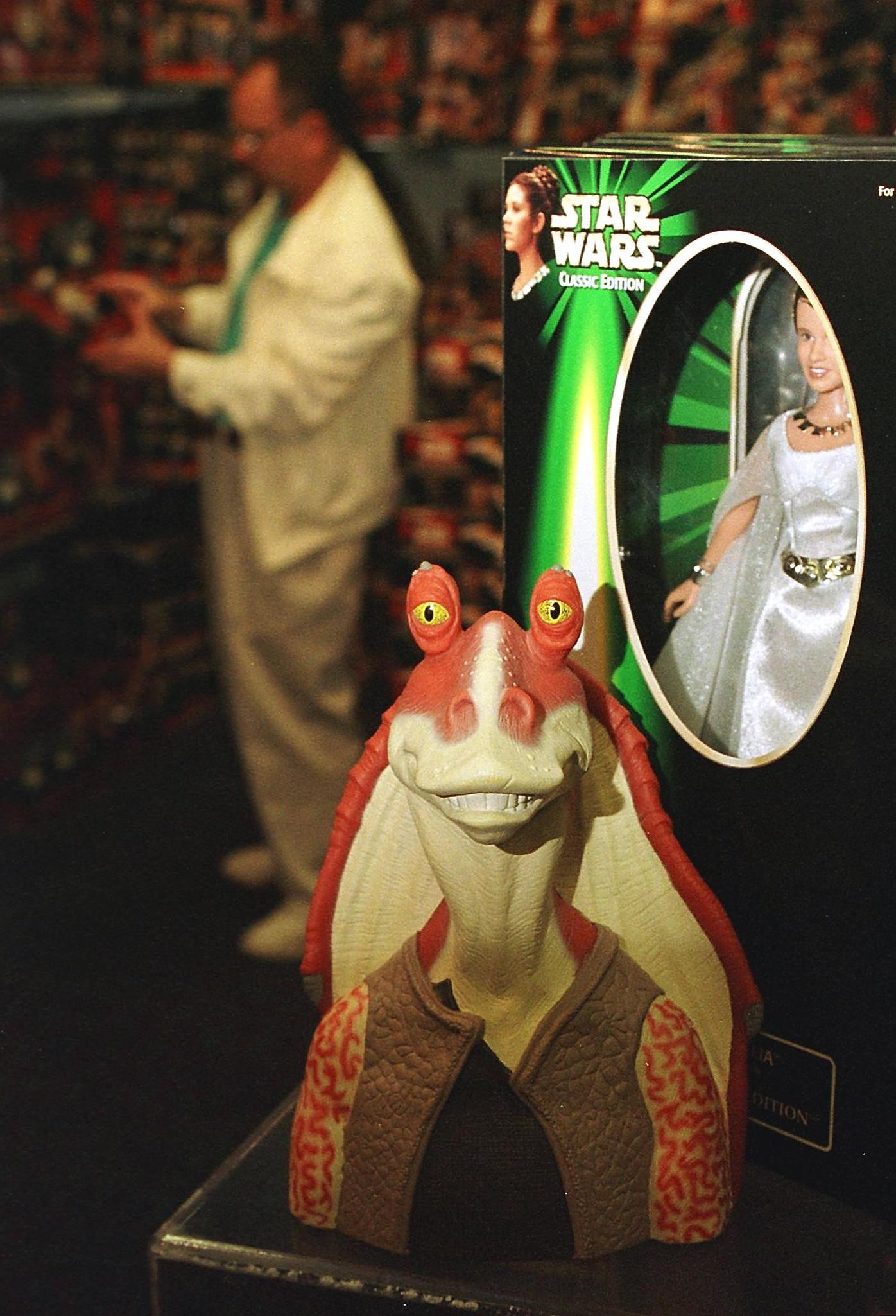 GARDEN CITY, :  A figure of the character called Jar Jar Binks (C) from the new Star Wars movie The Phantom Menace sits next to a figure of Princess Leia (R) from the original Star Wars trilogy in a display at FAO Schwartz 07 May 1999 in Garden City, NY. FAO Schwartz filled an entire room with toys from both the new movie as well as the original series when the new figures were released 03 May 1999 . AFP PHOTO/Matt CAMPBELL (Photo credit should read MATT CAMPBELL/AFP/Getty Images)