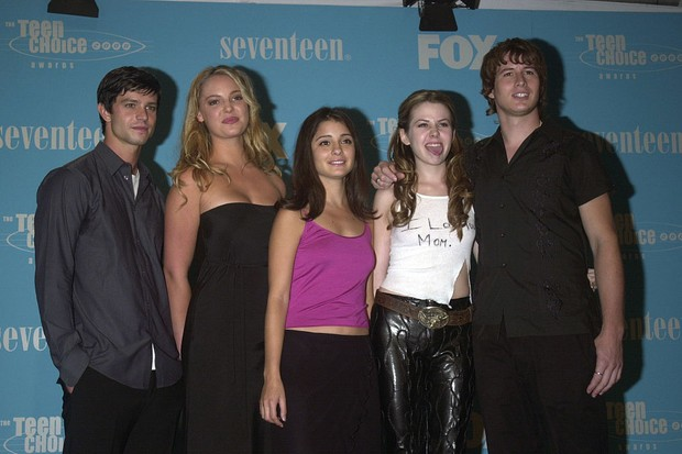 (Original Caption) The team from TV series, 'Roswell'. (Photo by Frank Trapper/Corbis via Getty Images)