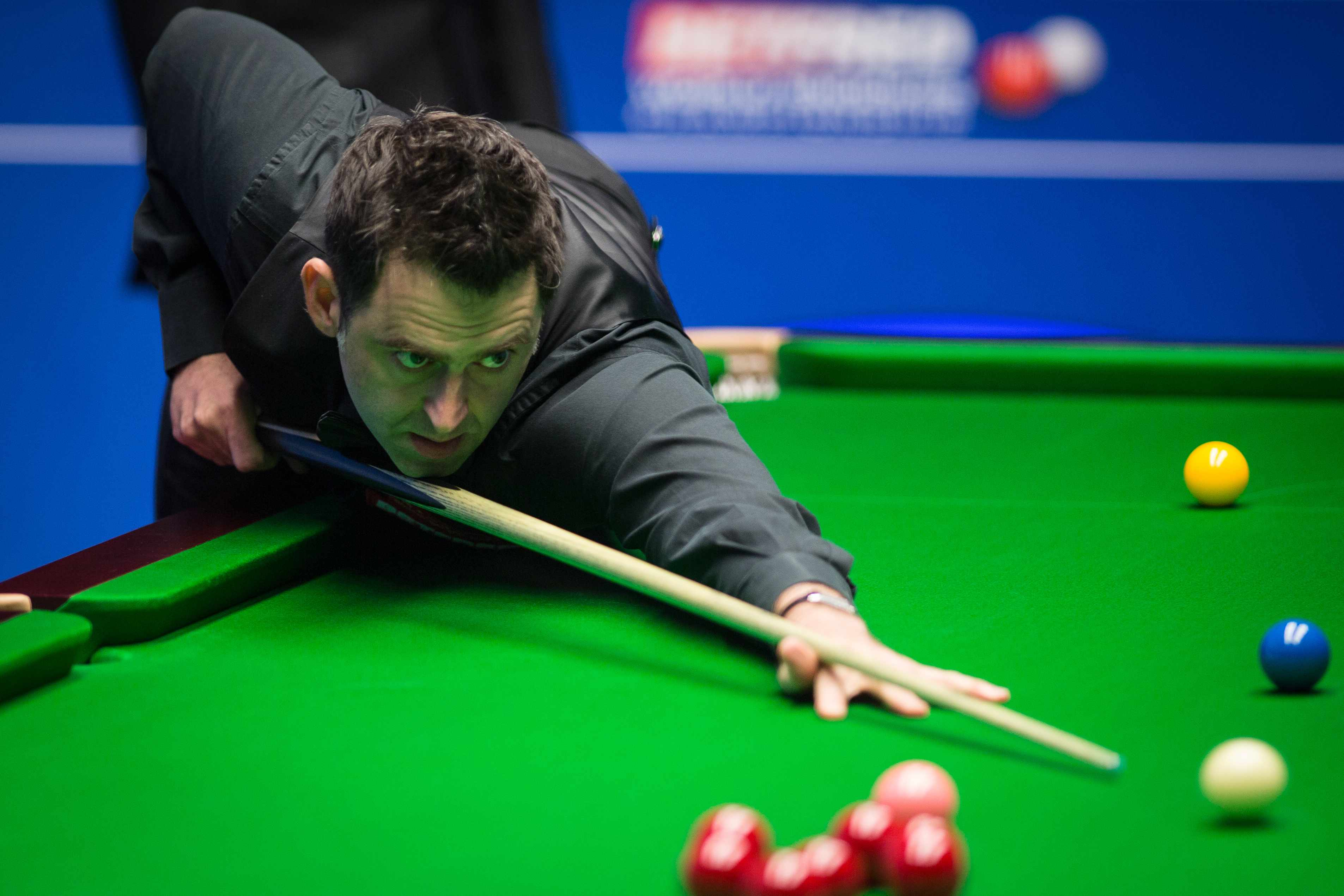 SHEFFIELD, ENGLAND - APRIL 22:  Ronnie O'Sullivan of England chalks the cue during his second round match against Shaun Murphy of England on day eight of Betfred World Championship 2017 at Crucible Theatre on April 22, 2017 in Sheffield, England.  (Photo by VCG/VCG via Getty Images)  Getty, TL