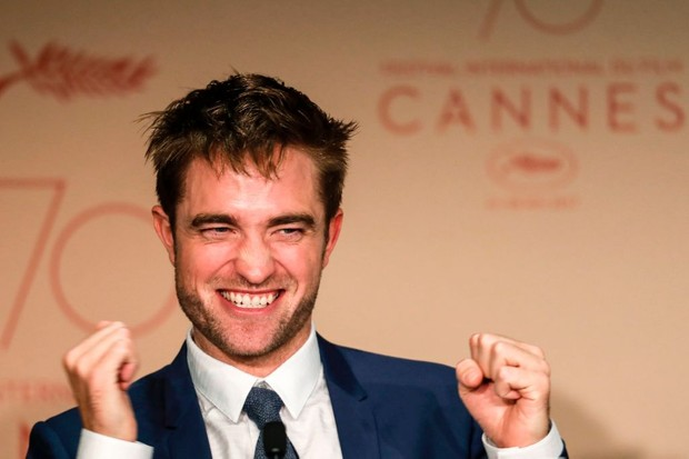 TOPSHOT - British actor Robert Pattinson talks on May 25, 2017 during a press conference for the film 'Good Time' at the 70th edition of the Cannes Film Festival in Cannes, southern France.  / AFP PHOTO / Laurent EMMANUEL        (Photo credit should read LAURENT EMMANUEL/AFP/Getty Images, BA)