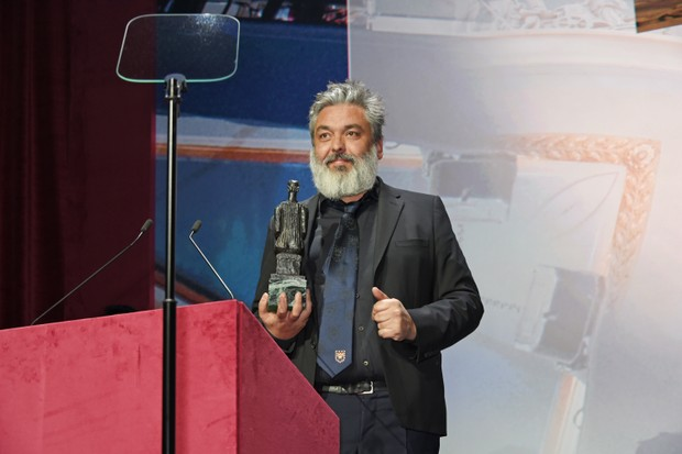 Jez Butterworth accepts the Best Play award for The Ferryman at the London Evening Standard Theatre Awards 2017 (Getty, EH)
