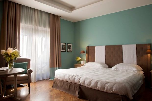 A junior suite costs €300 euros midweek and 400 at weekends