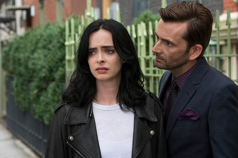 Krysten Ritter and David Tennant in Marvel's Jessica Jones (Netflix, HF)