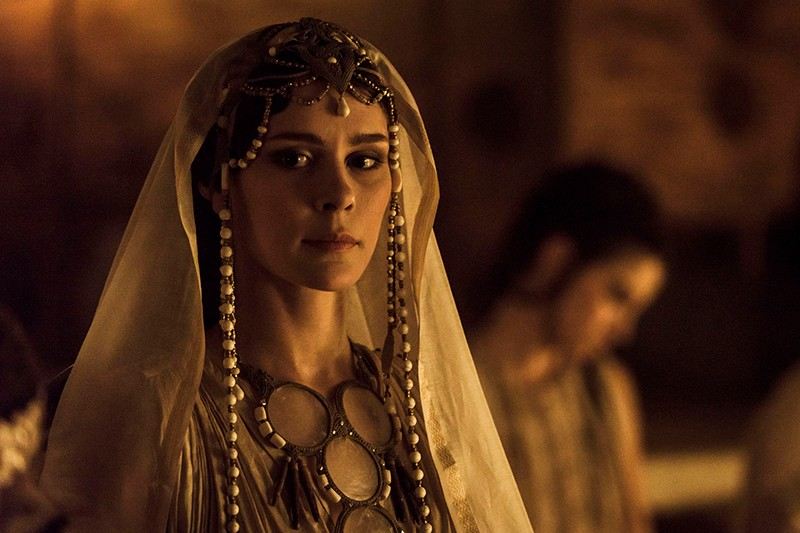 Bella Dayne as Helen in Troy: Fall of a City (BBC, HF)