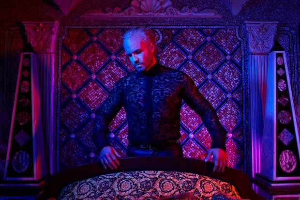 WARNING: Embargoed for publication until 00:00:01 on 20/02/2018 - Programme Name: The Assassination of Gianni Versace: American Crime Story - TX: n/a - Episode: The Assassination of Gianni Versace: American Crime Story (No. 1) - Picture Shows:  Gianni Versace (EDGAR RAMIREZ) - (C) © 2018 Fox and its related entities. All rights reserved. - Photographer: unknown/FX  BBC, TL