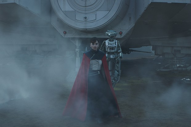 Emilia Clarke is Qi'ra and Phoebe Waller-Bridge is L3-37 in SOLO: A STAR WARS STORY (Lucasfilm, HF)