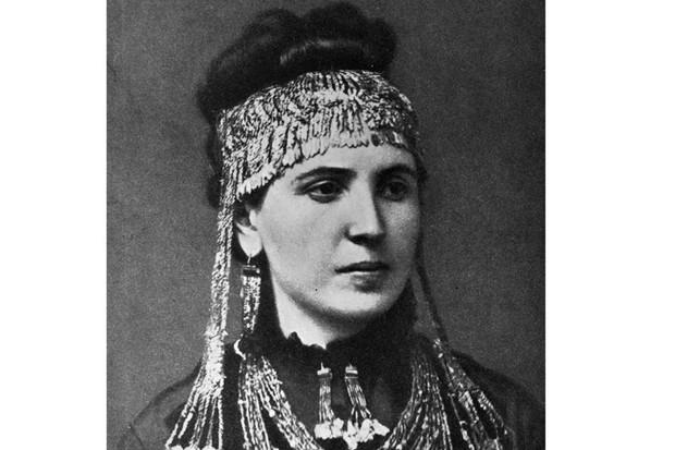 Sophie Schliemann wearing treasures recovered at Hisarlik, 1900 (Getty, TL)