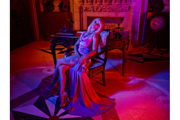 WARNING: Embargoed for publication until 00:00:01 on 20/02/2018 - Programme Name: The Assassination of Gianni Versace: American Crime Story - TX: n/a - Episode: The Assassination of Gianni Versace: American Crime Story (No. 1) - Picture Shows: Donatella Versace (PENELOPE CRUZ) - (C) © 2018 Fox and its related entities. All rights reserved. - Photographer: unknown/FX