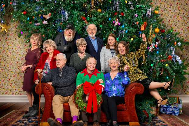 Hold the sunset christmas special cast