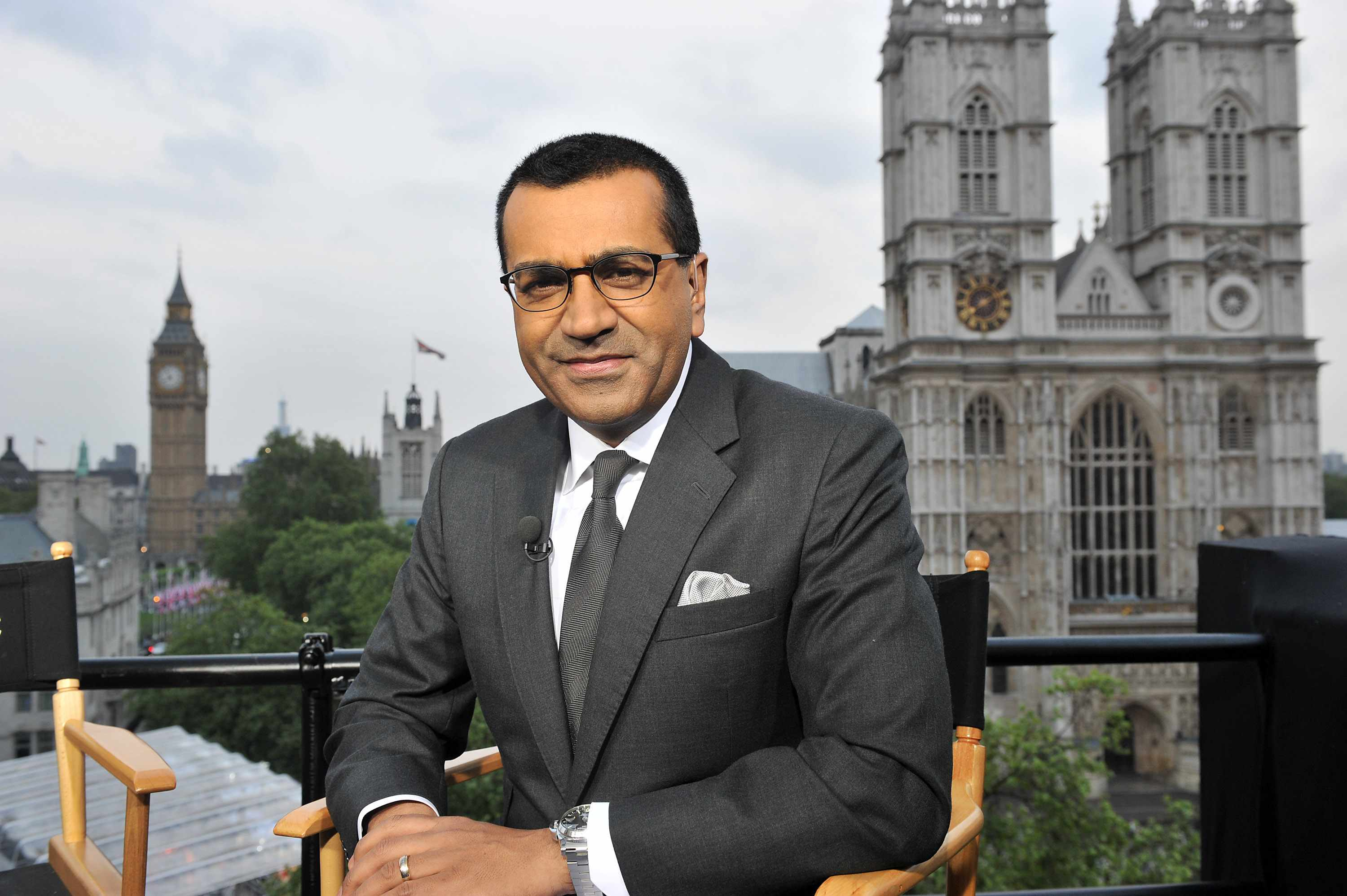 MARTIN BASHIR -- Pictured: Host Martin Bashir -- Martin Bashir broadcasts live from London  (Photo by Mark Allan/NBC/NBCU Photo Bank via Getty Images)  Getty, TL