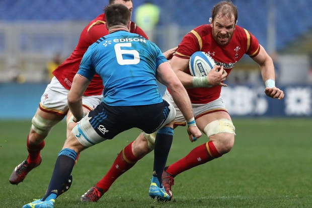 ROME, ITALY - FEBRUARY 05:  Alun Wyn Jones of Wales runs with the ball during the RBS Six Nations match between Italy and Wales at Stadio Olimpico on February 5, 2017 in Rome, Italy.  (Photo by David Rogers/Getty Images)