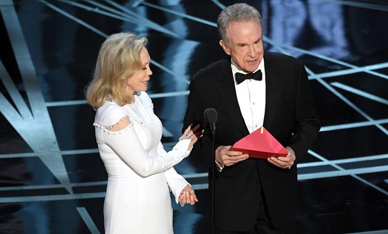 Faye Dunaway and Warren Beatty at the 2017 Oscars (Getty, HF)