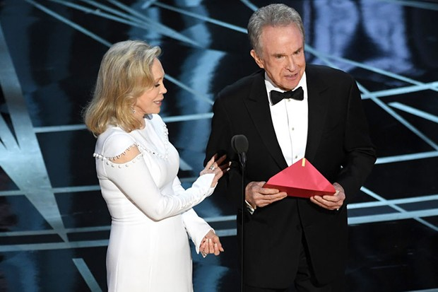 Faye Dunaway and Warren Beatty at the 2017 Oscars (Getty, HF)