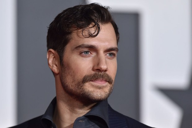 HOLLYWOOD, CA - NOVEMBER 13:  Actor Henry Cavill arrives at the premiere of Warner Bros. Pictures' 'Justice League' at Dolby Theatre on November 13, 2017 in Hollywood, California.  (Photo by Axelle/Bauer-Griffin/FilmMagic)