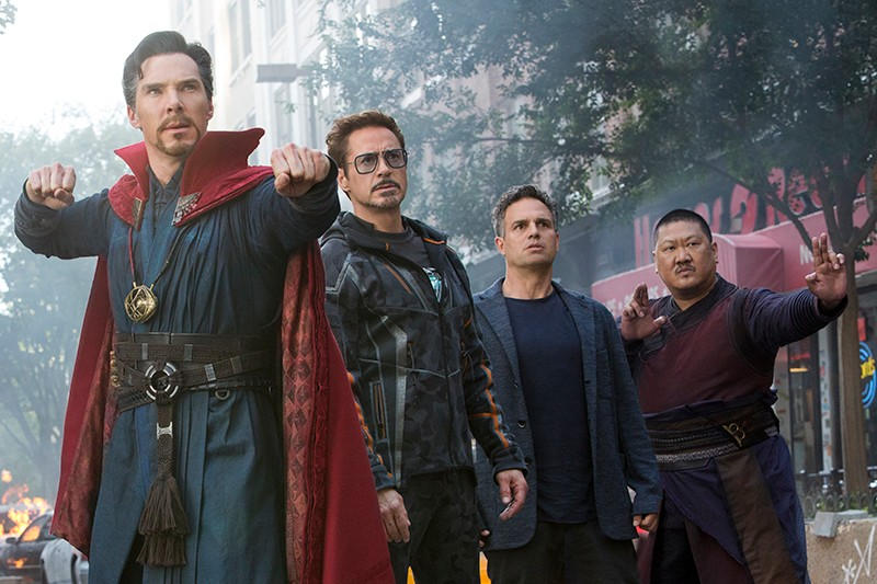 Benedict Cumberbatch, Robert Downey Jr, Mark Ruffalo and Benedict Wong in Avengers: Infinity War (Marvel, HF)