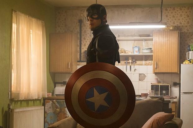 Chris Evans as Captain America in Captain America: Civil War (Marvel, HF)