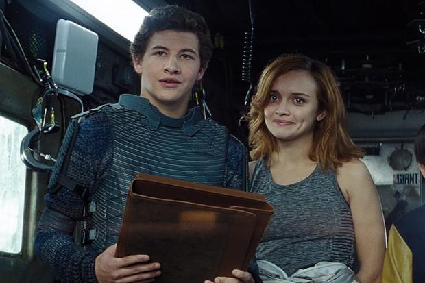 Tye Sheridan as Wade/Parzival and Olivia Cooke as Art3mis in Ready Player One (Warner Bros, HF)