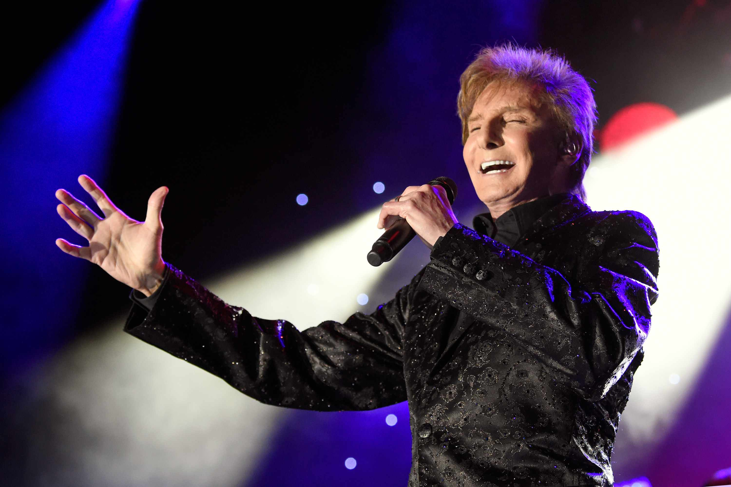 Recording artist Barry Manilow performs onstage during the Clive Davis and Recording Academy Pre-GRAMMY Gala and GRAMMY Salute to Industry Icons Honoring Jay-Z on January 27, 2018 in New York City.  (Photo by Kevin Mazur/Getty Images for NARAS)