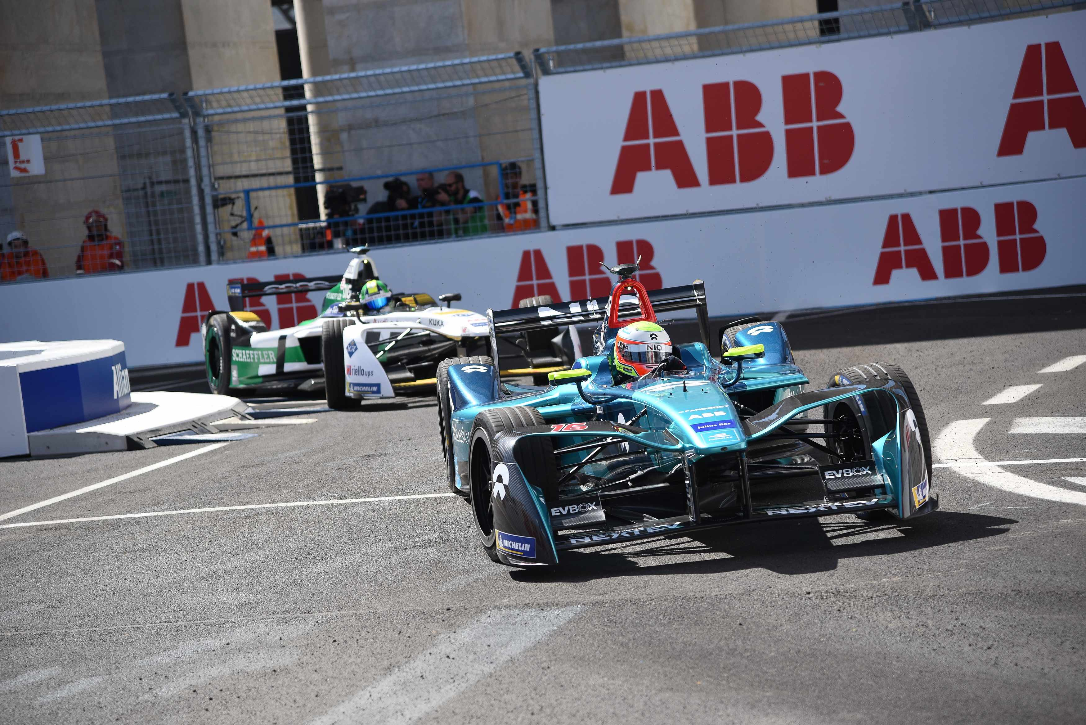 EUR DISTRICT, ROME, LAZIO, ITALY - 2018/04/14: Drivers compete during the  FIA Rome E-Prix, the first Formula E race in Italy. (Photo by Andrea Bruno Diodato/KONTROLAB /LightRocket via Getty Images)