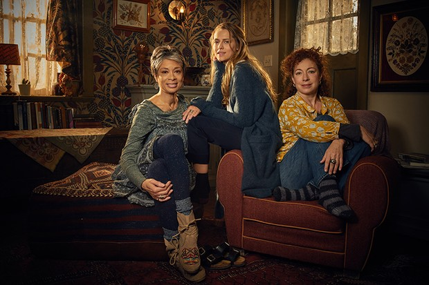 Alex Kingston, Teresa Palmer and Valarie Pettiford in A Discovery of Witches (Sky One, HF)