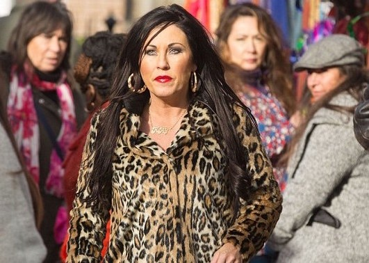 4A5C299B00000578-5521731-Look_who_s_back_in_town_Kat_Slater_Jessie_Wallace_leaves_Albert_-m-1_1521538804687