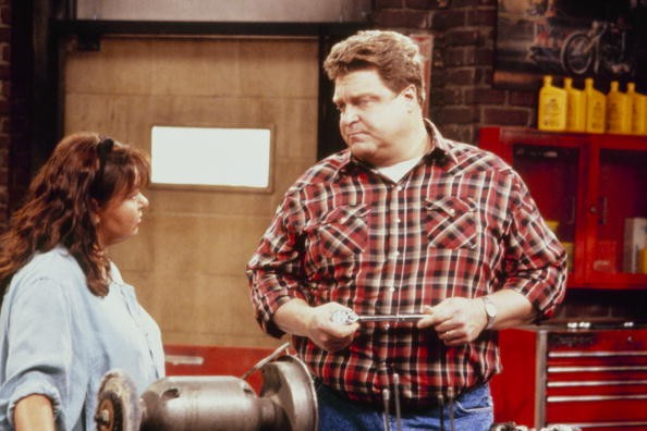"""ROSEANNE - """"Terms of Estrangement"""" which aired on September 15, 1992. (Photo by ABC Photo Archives/ABC via Getty Images) ROSEANNE BARR;JOHN GOODMAN"""
