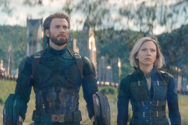 Chris Evans' Captain America and Scarlett Johansson's Black Widow in Avengers: Infinity War (Marvel, HF)