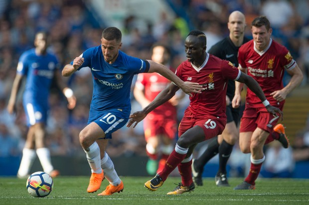 LONDON, ENGLAND - MAY 6: Sadio Mané of Liverpool and Eden Hazard  of Chelsea during the Premier League match between Chelsea and Liverpool at Stamford Bridge on May 6, 2018 in London, England. (Photo by Visionhaus/Corbis via Getty Images)