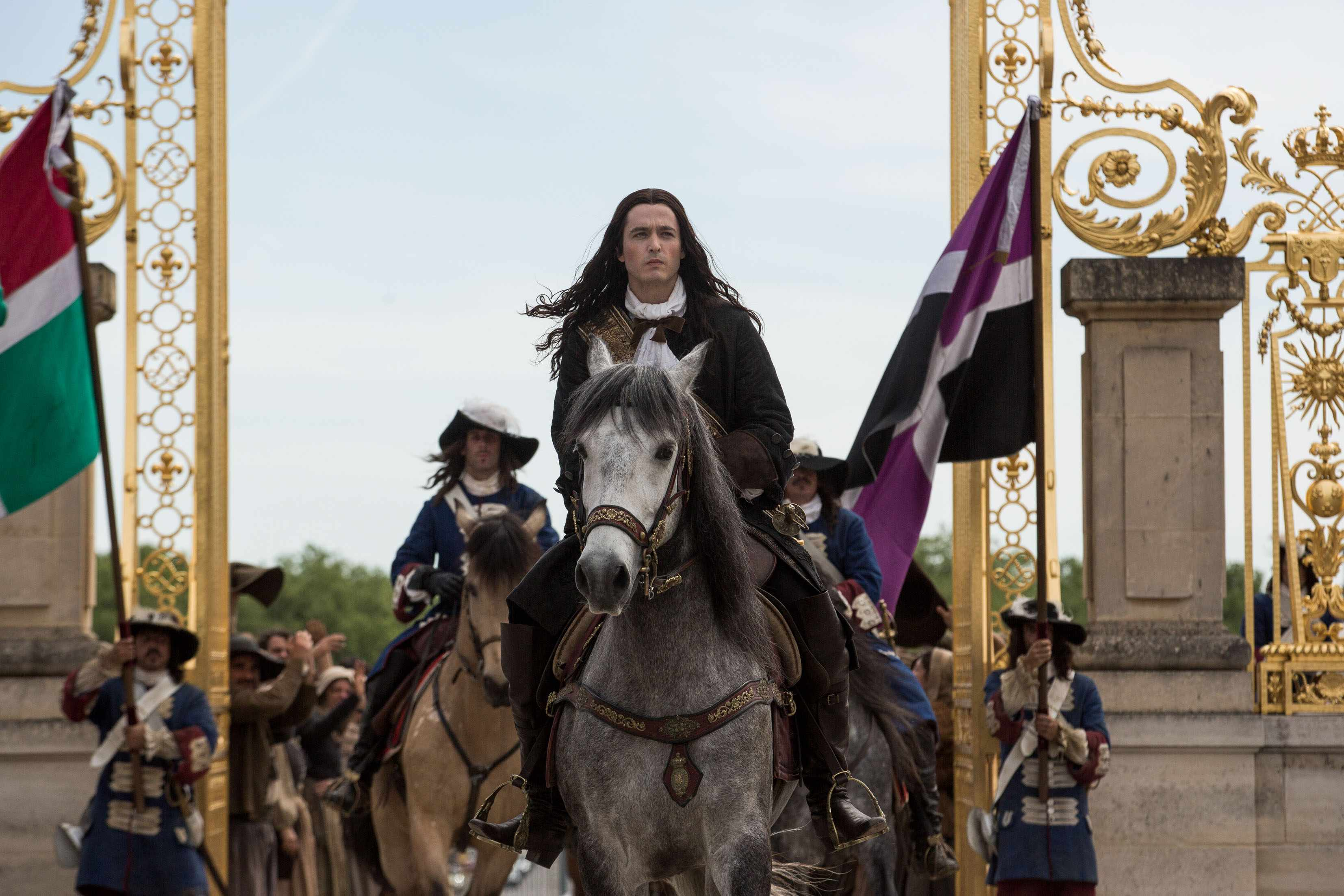 Alexander Vlahos as Philippe in Versailles season 3 episode 1 (BBC/Canal+, SD)