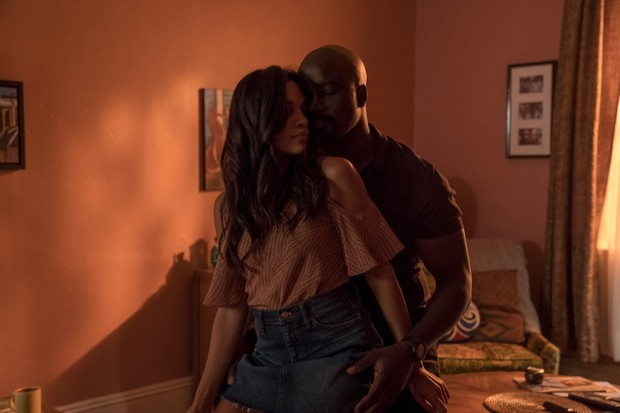 Mike Colter and Rosario Dawson in Marvel's Luke Cage (Netflix, HF)