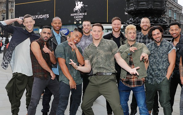 LONDON, ENGLAND - JUNE 04:  Channing Tatum and the Magic Mike Live dancers pose in front of Eros at Piccadilly Circus on June 4, 2018 in London, England.  (Photo by David M. Benett/Dave Benett/Getty Images for Mike's Mobile Revue London )
