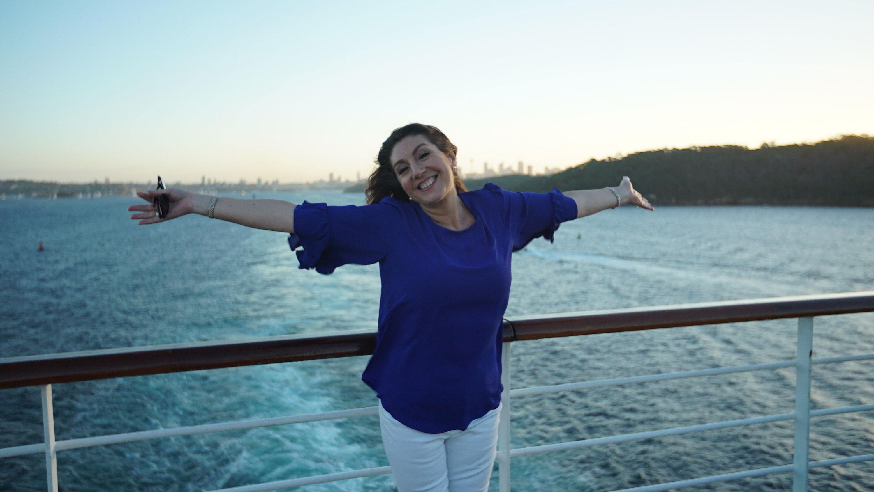 Cruising With Jane Mcdonald - Ep 1 - Jane enjoys the sunshine as she sails away from Sydney, Australia.