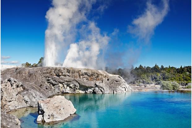 E4M0B4 Pohutu Geyser, Whakarewarewa Thermal Valley, Rotorua, New Zealand