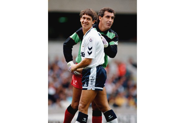 Gary Lineker and Peter Shilton in 1990 (Getty)