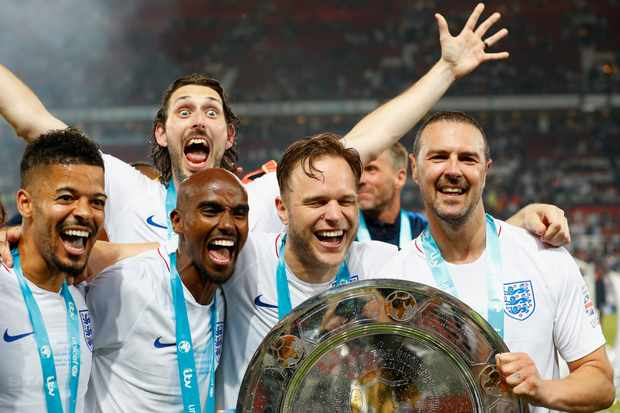 Jeremy Lynch, Blake Harrison, Sir Mo Farah, Olly Murs and Paddy McGuinness of England celebrate Soccer Aid victory (Getty, EH)