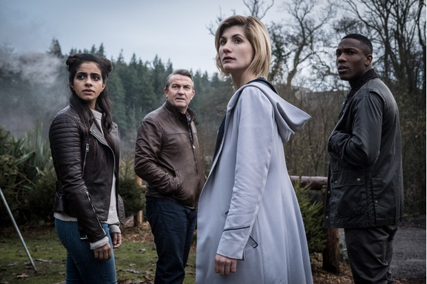 man dip Gill, Bradley Walsh, Jodie Whittaker and Tosin Cole in Doctor Who series 11 (BBC, HF)
