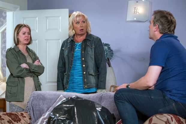FROM ITV   STRICT EMBARGO - No Use Before Tuesday 10th July 2018  Coronation Street - Ep 9510  Wednesday 18th July 2018 - 1st Ep  In an attempt to make amends, Steve McDonald [SIMON GREGSON] helps Abi Franklin [SALLY CARMAN] and Seb Franklin [HARRY VISINONI] who are frantically tidying the house before Eileen Phelan [SUE CLEAVER] returns. Eileen arrives home to mayhem.    Picture contact - david.crook@itv.com  Photographer - Andrew Boyce  This photograph is (C) ITV Plc and can only be reproduced for editorial purposes directly in connection with the programme or event mentioned above, or ITV plc. Once made available by ITV plc Picture Desk, this photograph can be reproduced once only up until the transmission [TX] date and no reproduction fee will be charged. Any subsequent usage may incur a fee. This photograph must not be manipulated [excluding basic cropping] in a manner which alters the visual appearance of the person photographed deemed detrimental or inappropriate by ITV plc Picture Desk. This photograph must not be syndicated to any other company, publication or website, or permanently archived, without the express written permission of ITV Plc Picture Desk. Full Terms and conditions are available on the website www.itvpictures.com