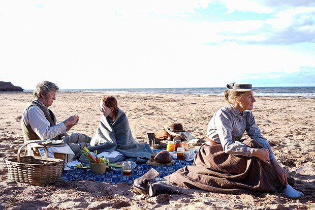 Anne with an E beach picnic