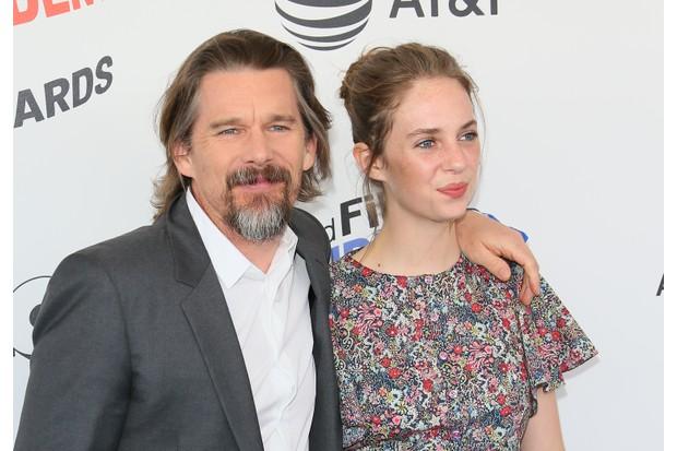 Actors Ethan Hawke and his daughter Maya Hawke (Getty)