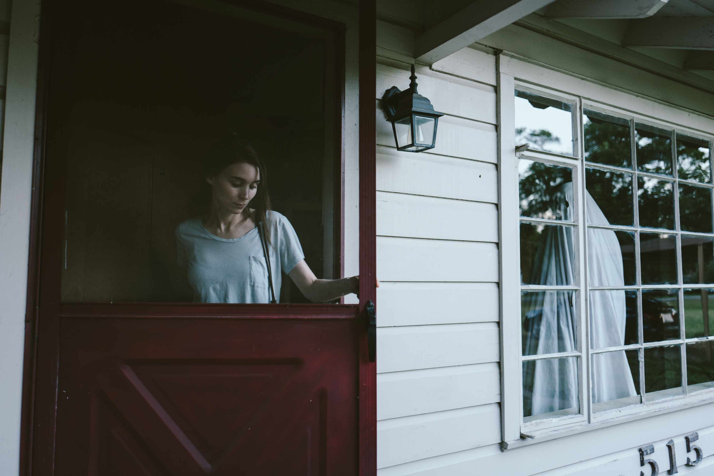 Rooney Mara and Casey Affleck in A GHOST STORY, photo credit - Bret Curry