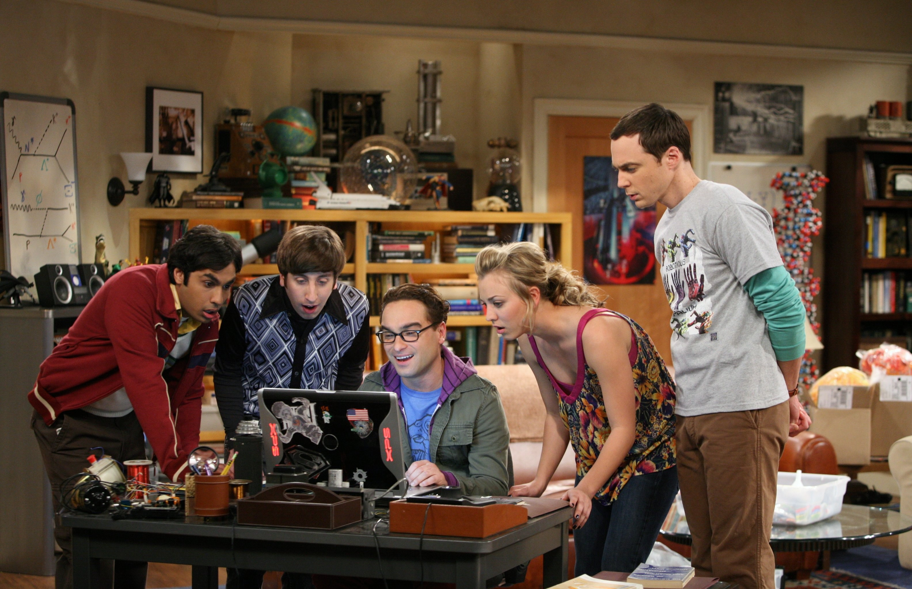 The Big Bang Theory - Series 02 Episode 18 The Work Song Nanocluster Characters names Sheldon, Penny, Leonard, Howard, Raj © Warner Bros. Entertainment, Inc.  TL, sky pics