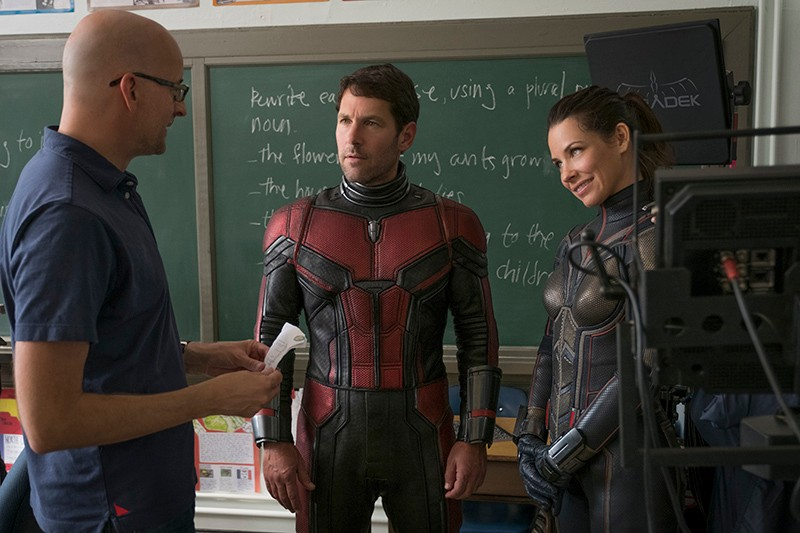 Director Peyton Reed with Paul Rudd and Evangeline Lilly on the set of Ant-Man and the Wasp (Marvel, HF)