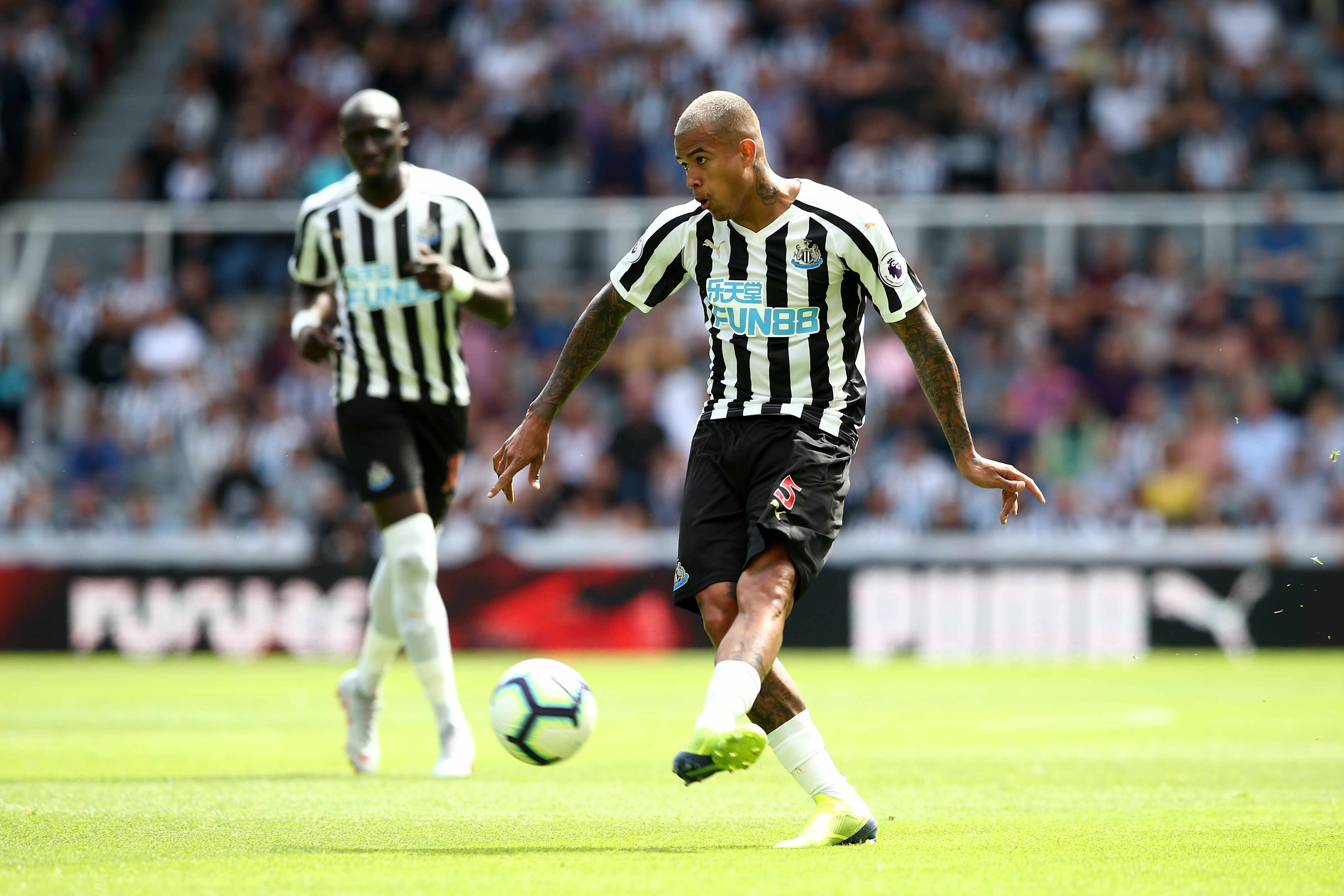 NEWCASTLE UPON TYNE, ENGLAND - AUGUST 11: Kenedy of Newcastle United during the Premier League match between Newcastle United and Tottenham Hotspur at St. James Park on August 11, 2018 in Newcastle upon Tyne, United Kingdom. (Photo by Jan Kruger/Getty Images) TL