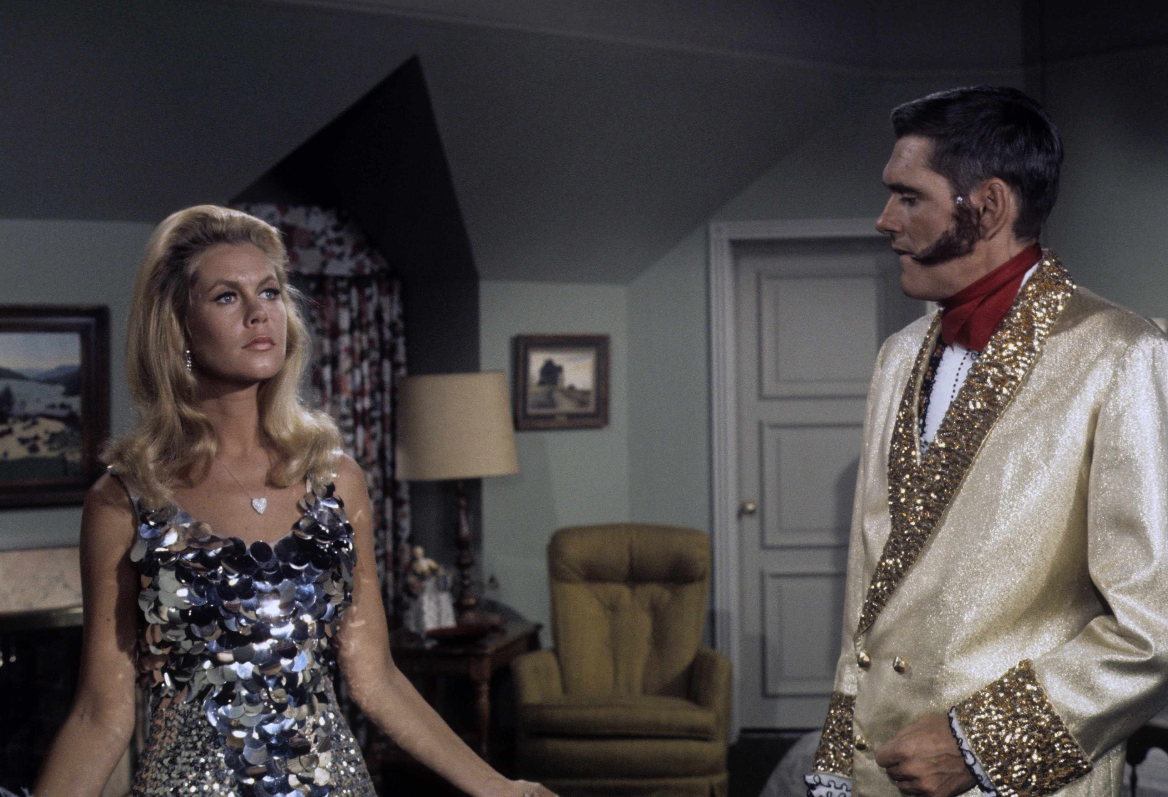 """BEWITCHED - """"Samantha and Darrin in Mexico City"""" - Airdate: April 24, 1969. (Photo by ABC Photo Archives/ABC via Getty Images)ELIZABETH MONTGOMERY;DICK YORK"""