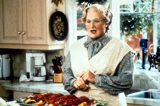 Robin Williams in the kitchen in a scene from the film 'Mrs. Doubtfire', 1993. (Photo by 20th Century-Fox/Getty Images)
