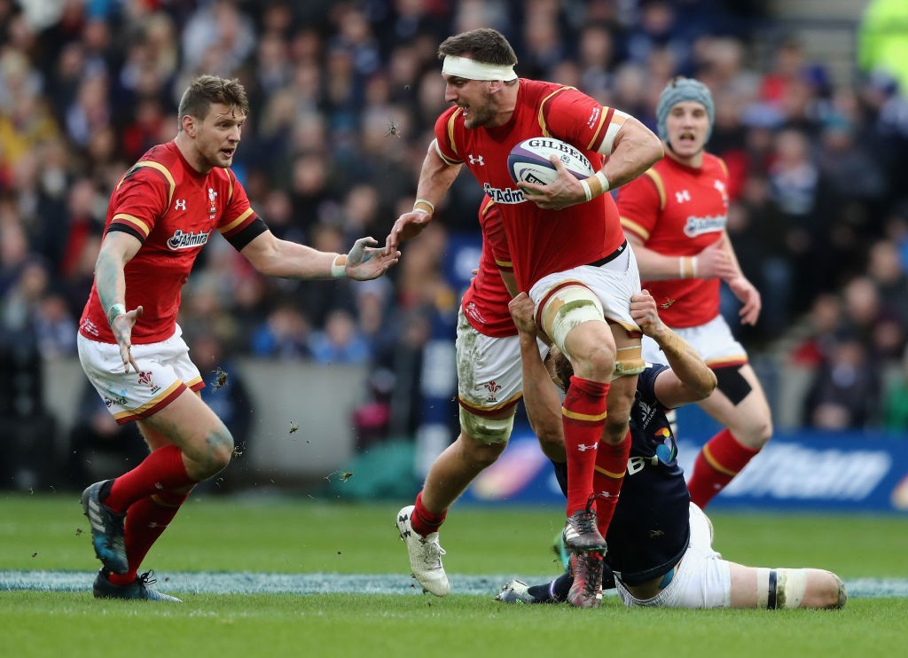 EDINBURGH, SCOTLAND - FEBRUARY 25:  Sam Warburton of Wales breaks with the ball during the RBS Six Nations match between Scotland and Wales at Murrayfield Stadium on February 25, 2017 in Edinburgh, Scotland.  (Photo by David Rogers/Getty Images)
